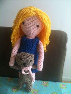 From the book my crochet doll/ van het boek mijn gehaakte pop nieuwe outfit en een klein knuffeltje Annemarie Evers