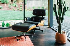 Classic chair and lighting combos make up these modernist-approved reading nooks.