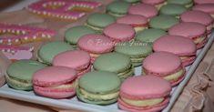 macarons cu zmeura, macarons cu menta, piure de zmeura Cupcake Cakes, Cupcakes, Cake Hacks, Sweets Recipes, Macaroons, Mousse, Goodies, Ice Cream, Cooking
