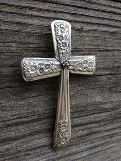 Pendant cross from silverware by lawanda Silver Spoon Jewelry, Fork Jewelry, Silver Spoons, Jewlery, Silver Cutlery, Fork Art, Spoon Art, Jewelry Crafts, Jewelry Art
