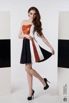 sukienka Gabriela Hezner fot.Tomasz ciesielski modelka Barbara Wawryń SHOP ONLINE   https://www.polscyprojektanci.com/pl/sukienki-polskich-projektantow-sklep-online/3166-gabriela-hezner-gorsetowa-sukienka-z-cekinami-.html