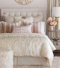 Amazing Luxury Champagne Bedroom Ideas That Must You See https://decomg.com/luxury-champagne-bedroom/ #luxurygarden