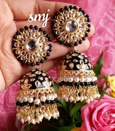 Indian Jewelry Earrings, Indian Jewelry Sets, Jhumki Earrings, Fancy Jewellery, Fancy Earrings, Jewelry Design Earrings, Indian Wedding Jewelry, Gold Jewellery Design, Ear Jewelry