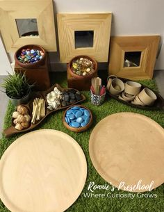 Loose Parts Play for Preschoolers Art, Stories, Social Skills, Gross Motor and Fine Motor, Creative Thinking & Problem Solving! Loose Parts Play is filled with endless opportunities for life long skills. Play Based Learning, Learning Spaces, Early Learning, Learning Environments, Reggio Emilia Classroom, Reggio Inspired Classrooms, Preschool Rooms, Preschool Activities, Preschool Classroom