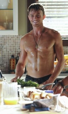 Wilson Bethel - Hart of Dixie - is quickly becoming a new favourite of mine:-)