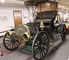 Antique Trucks, Antique Cars, Old Classic Cars, Classic Motors, Vintage Pictures, Rare Antique, Old Cars, Exotic Cars, Car Pictures