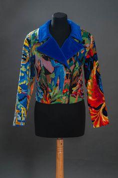 Stylish Older Women, Sweater Coats, Mode Outfits, Mode Inspiration, Colorful Fashion, Refashion, Dressmaking, Blazer, Lady In Red