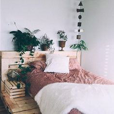 Who doesn't want a bedroom like this? In love via @zoelaz #ohsolovelyintimates #inspo