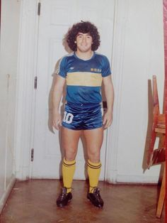 Boca Juniors - Diego Maradona - 1981 School Football, Football Kits, Football Soccer, Argentina Football Team, Diego Armando, Legends Football, Football Images, Non Plus Ultra, Vintage Football