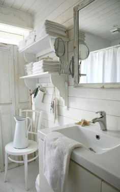 Try one of the shabby chic bathroom designs for a lace ruffle or rosette shower or bathtub curtain. For a larger project try one of the shabby chic bathrooms that repurposes an old table or dresser into a beautiful sink . Baños Shabby Chic, Shabby Chic Zimmer, Estilo Shabby Chic, Shabby Chic Living Room, Shabby Chic Interiors, Shabby Chic Bedrooms, Shabby Chic Kitchen, Shabby Chic Furniture, Shabby Chic Apartment