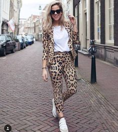 Spots have tendency to break out at unexpected moments. The collection for summer gave early warning of the major outbreak of leopard and ocelot spots, Tiger Animal Print Pants, Animal Print Fashion, Fashion Prints, Fashion Design, Giraffe Print, Blazer Outfits, Work Attire, Outfit Ideas, Ootd