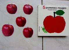 Je t'envoie en images les sacs à album qui peuvent peut-être donner des idées à d'autres. Je n'ai pas repris les sacs dont les idées sont déjà présentes sur le blog (marottes, jeu de kim,...). &5 pommes rouges& est un album à décompter &le machin&: un...