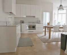 Golden Cupole: Kitchen after the renovation / Tulikivi Carrara marble countertops