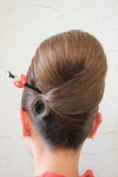 neat updo with loop Creative Hairstyles, Retro Hairstyles, Loose Hairstyles, Bride Hairstyles, Bridal Braids, Bridal Hair, Peinado Updo, Hair Up Styles, Peinados Pin Up