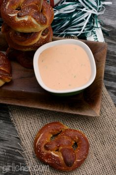 girlichef: Soft Pretzels w/ Spicy Beer Cheese Sauce Spicy Pretzels, Homemade Pretzels, Soft Pretzels, Great Recipes, Favorite Recipes, Simply Recipes, Baking With Beer, Beer Cheese Sauce, Cheese Festival