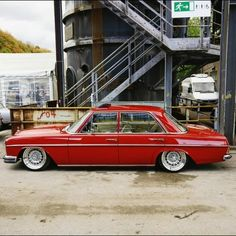 Mercedes W114, Old Mercedes, Mercedes Benz Cars, Bmw Classic Cars, Classic Mercedes, Porsche, Audi, Vintage Cars, Antique Cars