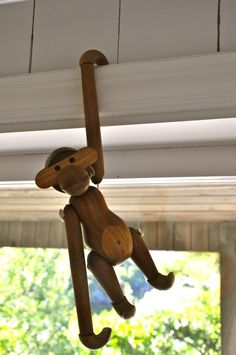 I guess you´ve all seen this little guy before, it´s Kay Bojesens teak monkey, designed in 1951. This one now lives in our cabin, but it was my grandfather, interior architect Torbjørn Afdal, who bought it in the 50ies. My daughter loves it!