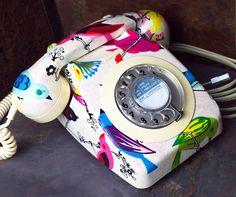 Oiseaux chanteurs Glitzed téléphone à cadran Upcycled Vintage - entièrement fonctionnel. Versements de mise de côté acceptés !