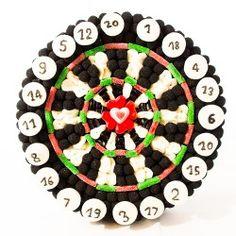 Composition de bonbons En Plein Coeur Candy Cakes, Candy Favors, Latte, Sweet Trees, Candy Pop, Chocolate Bouquet, Ideas Para Fiestas, Girly, Candy Buffet