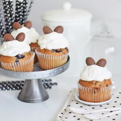 blueberry cupcakes with whipped cream & chocolate eggs from www.fresshion.com
