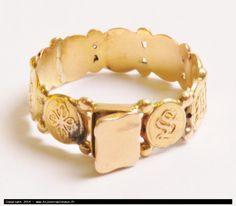 """bague """"souvenir"""" en or avec compartiment pour une mêche de cheveux"""