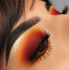 Red eye makeup looks are some of the prettiest makeup ideas! Rote Augen Make-up Looks sind einige der schönsten Make-up-Ideen! Red Eye Makeup, Eye Makeup Tips, Makeup Goals, Skin Makeup, Makeup Inspo, Beauty Makeup, Makeup Ideas, Summer Eye Makeup, Makeup Brushes