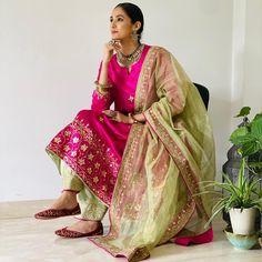 Punjabi Suits Party Wear, Party Wear Indian Dresses, Indian Fashion Dresses, Dress Indian Style, Punjabi Suit Boutique, Punjabi Suits Designer Boutique, Indian Designer Suits, Embroidery Designs, Embroidery Suits Design