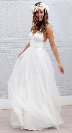 30 Casual Wedding Dresses For Effortlessly Chic Brides | HappyWedd.com