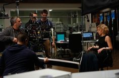Luc Besson (a la izquierda) dirige a Scarlett Johansson en 'Lucy'. / JESSICA FORDE (UNIVERSAL PICTURES)