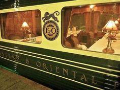 DECCAN ODYSSEY. Los detalles más lujosos de la tradición india se reflejan en los interiores de este tren, que cubre la ruta entre Mumbai y Delhi, India. Sus menús, grandes habitaciones y aire acondicionado, los hacen una delicia para el viajero.