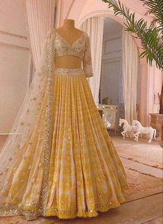 Indian Fashion Dresses, Indian Bridal Outfits, Indian Bridal Lehenga, Pakistani Bridal Wear, Dress Indian Style, Punjabi Lehenga, Pakistani Bridal Lehenga, Latest Bridal Lehenga, Anarkali Lehenga