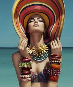 Endless Summer Meets Slim Aarons Just a little inspiration before we all go into our summer vacation. I started with the Endless Summer theme and I got distracted with the stunning Slim Aarons phot Slim Aarons, Beach Editorial, Editorial Fashion, Portrait Editorial, Strand Editorial, Poses, Elle Mexico, Harper's Bazaar, Foto Fashion