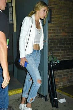 Gigi Hadid snuggles up to boyfriend Joe Jonas at nightclub - Celebrity Fashion Trends