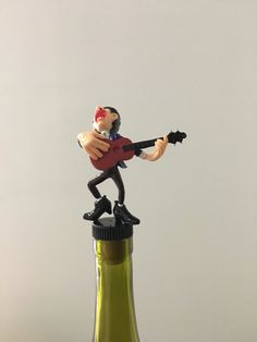 Musician Wine Stopper by TheDecorativeCompany www.etsy.com/shop/thedecorativecompany #guitarwinegift #wineStopper #guitargift