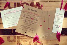 Heiraten in einer Scheune? Das Set aus 300 g Kraft- und Naturpapier hat eine natürliche Anmutung mit persönlichen Charm aus pinken Akzenten. #papeterie #natur #love #pink #wedding #trallaundfitti #summerwedding #einladungskarten #einladung #hochzeit