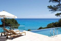 Can Simoneta. The hardest decision you'll have to make at this secluded Mallorca hotel is whether to have a massage under the pines or to clamber into Can Simoneta's clifftop Jacuzzi. Jacuzzi Outdoor Hot Tubs, Hot Tub Backyard, Free Hotel, Hotel Spa, Beautiful Hotels, Beautiful Places To Visit, Menorca Hotels, Costa Teguise, Hotel Am Strand