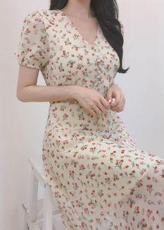 [Mixxmix] Romantic Muse Floral A-Line Midi Dress Source by brunaruggiero dress outfits Vestidos Vintage, Vintage Midi Dresses, Flowery Dresses, Modest Dresses, Cute Dresses, Casual Dresses, Prom Dresses, Midi Dress Outfit, Floral Midi Dress