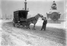 Paris sous la neige. Voiture à cheval, place de la Concorde. Novembre 1919.