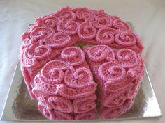 Strawberry Swirl Frosting Cake. Free pattern for swirl frosting. Cool, huh!. ☀CQ #crochet #tutorials    http://www.pinterest.com/CoronaQueen/crochet-tutorials-corona/