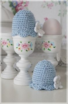 Sweet crocheted egg cosies with hand painted egg cups. Love Crochet, Vintage Crochet, Knit Crochet, Crochet Kitchen, Easter Crochet, Handmade Clothes, Vintage Patterns, Crochet Projects, Egg Cups