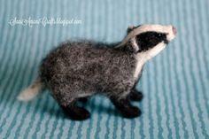 needle felted animals Needle felting by SaniAmani (part VII - badger) Needle Felting Kits, Needle Felting Tutorials, Needle Felted Animals, Wet Felting, Felt Animals, Fuzzy Felt, Felt Fox, Shibori, Soft Sculpture