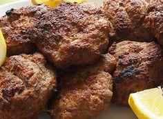 Ζουμερά και αφράτα μπιφτέκια φούρνου. Τι χρειαζόμαστε: Loading... 1 κιλό μοσχαρίσιο κιμά 3 ντομάτες μικρές τριμμένες 1 αυγό 10 φρυγανιές τριμμένες αλάτι ρίγανη μαύρο πιπέρι 1 κρεμμύδι τριμμένο 1/2 ματσάκι μαιντανό τριμμένο 2 κουταλιές σούπας μουστάρδα λιγο λάδι Πώς το κάνουμε: Ανακατεύουμε πρώτα τον κιμά με τη ντομάτα, το αυγό και τη φρυγανιά και το … Lamb Burgers, Greek Recipes, Meatloaf, Food For Thought, Sugar Free, Dairy Free, Pork, Healthy Recipes, Meals