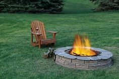 Must Try! DIY Backyard Fire Pit Ideas On a Budget Fire pits are created from many kinds of materials. A fire pit may also serve as an important focus in your outdoor landscape design. You are also able to How To Build A Fire Pit, Diy Fire Pit, Fire Pit Backyard, Fire Pits, Backyard Bbq, Backyard Landscaping, Landscaping Ideas, Outdoor Spaces, Outdoor Living