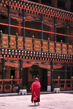 Paro Dzong, Bhutan these monasteries are many hundreds of years old. So colorful. Shangri La, Places Around The World, Around The Worlds, Nepal Kathmandu, Asia, Himalaya, Country Landscaping, Buddhist Temple, Paros