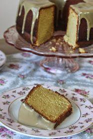Şimdiye kadar yapmış olduğum kekler arasında kesinlikle en başta yer alacak bir kek ile karşınızdayım.İçi nemli yumuşacık hele o üzerindek...