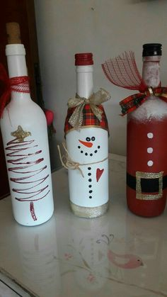 wine bottle christmas crafts Keep your wine bottles and dress them up! I love this idea for having them dotted around the house for some extra decoration! Just clean the bottles and paint your favourite Christmas character on them! Fun for everyone to do! Christmas Wine Bottles, Glass Bottle Crafts, Wine Bottle Art, Painted Wine Bottles, Decorative Wine Bottles, Wine Craft, Holiday Crafts, Christmas Decorations, Dress
