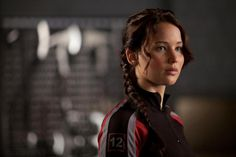See how far Katniss Everdeen (Jennifer Lawrence) has come since the first film by checking out her Hunger Games transformation. The Hunger Games, Hunger Games Characters, Hunger Games Trilogy, Female Movie Characters, Special Characters, Fictional Characters, Suzanne Collins, Tribute Von Panem Film, Lara Croft: Tomb Raider