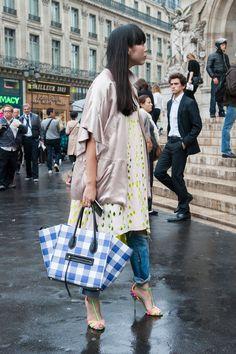 Street Fashion Paris wiosna-lato 2015, fot. Imaxtree