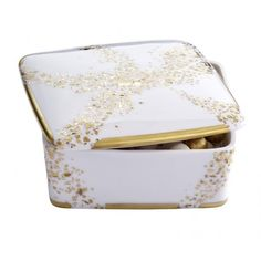 Gold Stardust Square Keepsake Box with Perfumed Beads - Poussière d'Or Collection Fill your home's interior with a delightful ambiance!  #handpainted #chistmasgift #porcelaine #limoges #déco #madeinfrance #luxe #homedecor #limoges #porcelain