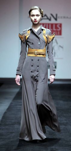 I love when steampunk influences todays fashion!